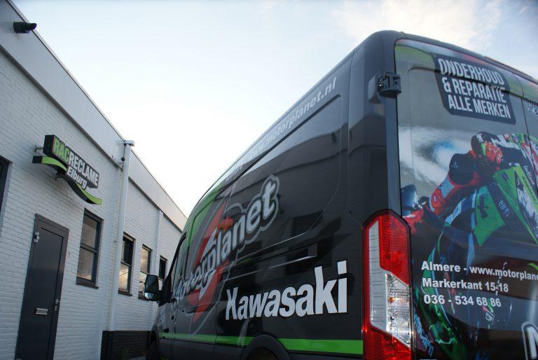 ford transit belettering met kawasaki motor stickers voor motorplanet almere
